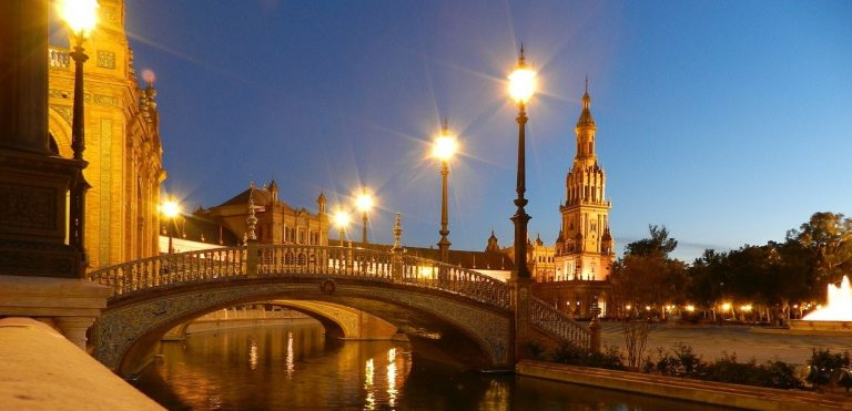 Things-to-do-in-Seville-at-night