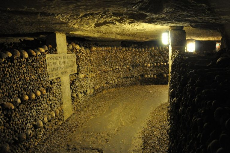 paris-bucket-list-catacombes